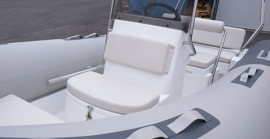 Invicta-F520-seat